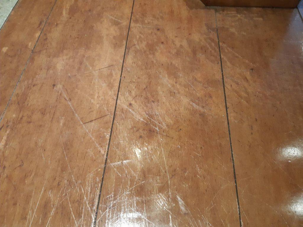 ワックスの床傷補修前