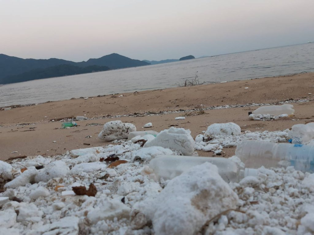 鳴川海岸のゴミ